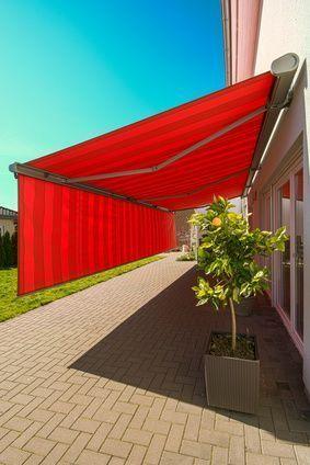 Riesige Markise als Sichtschutz und Sonnenschutz